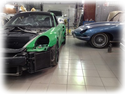 Porsche 911 Turbo vs Jaguar E-type